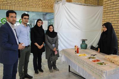 بازدید سرپرست روابط عمومی دانشگاه از بازارچه خیریه غذا و صنایع دستی